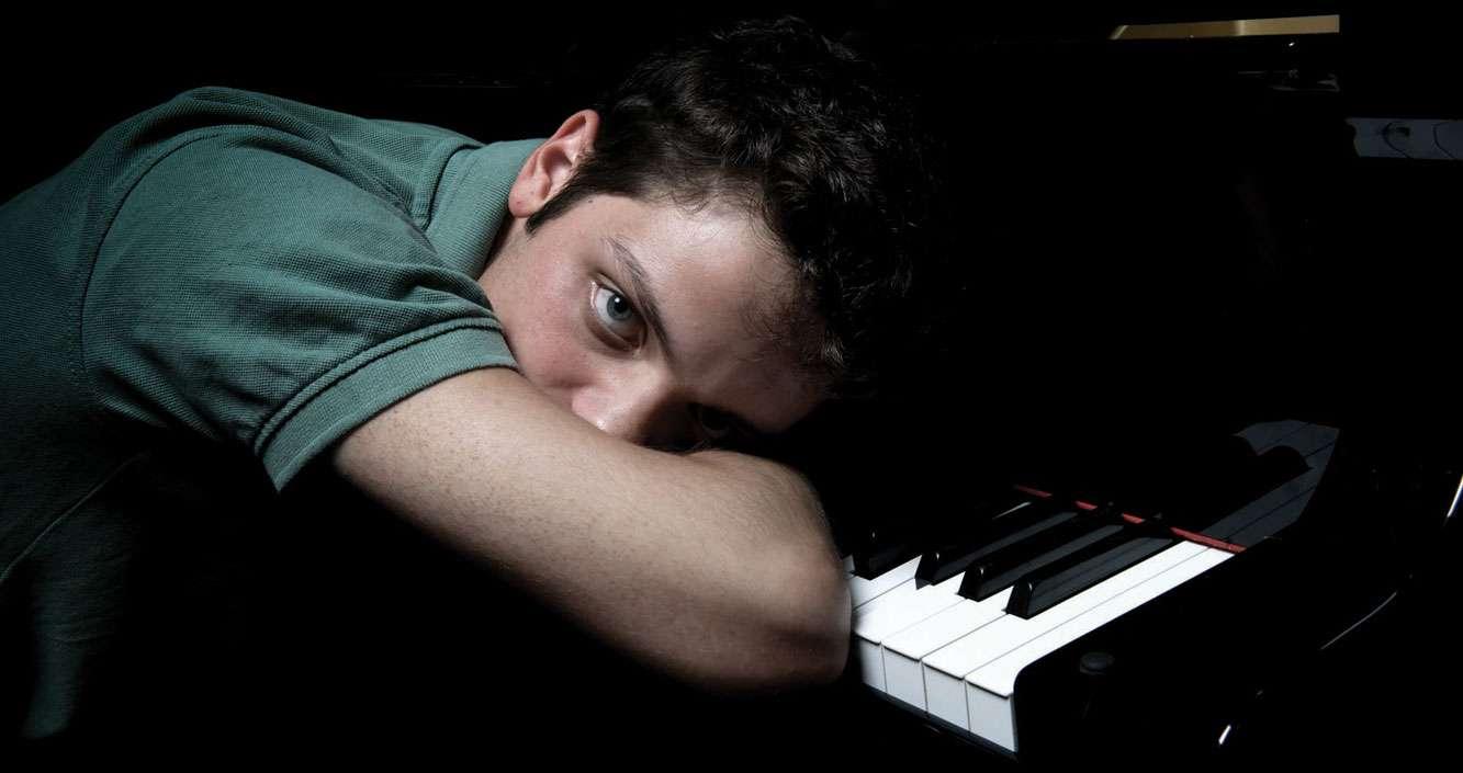 Enrico Zanisi al piano